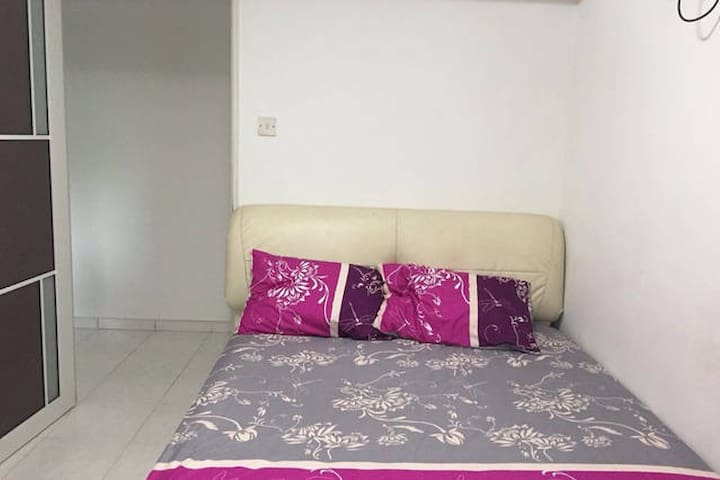Another Cosy Room Near Cck MRT - Singapore - Appartement