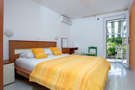 Sofija Apartments - Yellow App - Pržno