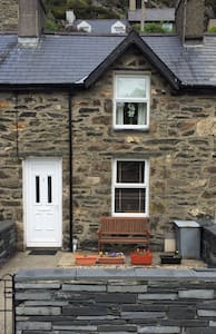 Cozy Miners Terraced Cottage - Tanygrisiau - Hus