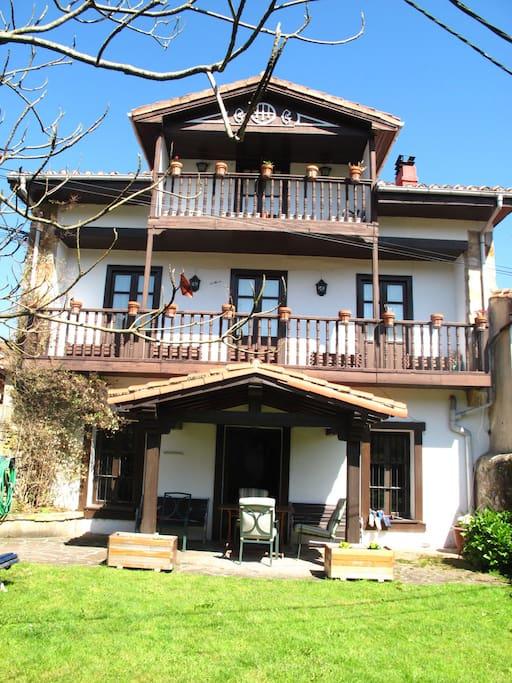 Turismo rural grupos amplios casas en alquiler en roiz for Alojamiento familiar cantabria