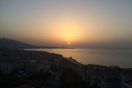 Sunset & Gulf View In a Cosy House - Izmir