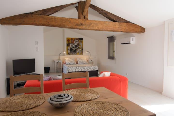 Favourite  modern compact studio in heart of Blaye