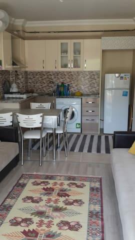 Site içerisinde 1 oda 1 salon+mutfak havuzlu daire