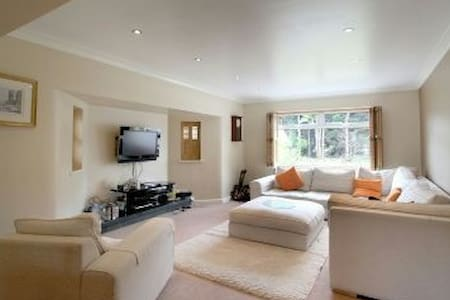 Bright, spacious 5 bed house - Hale Barns - Hale Barns - Maison