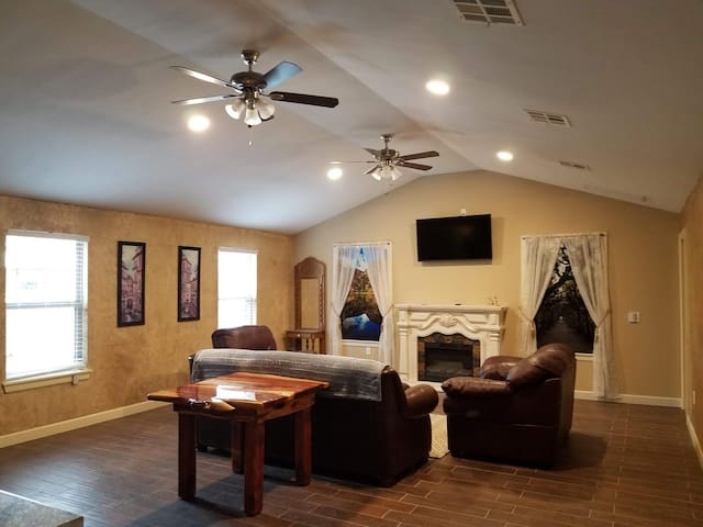 Brand New Catoosa home! With business amenities