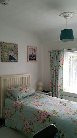 own bedroom's with use of kitchen and conservatory