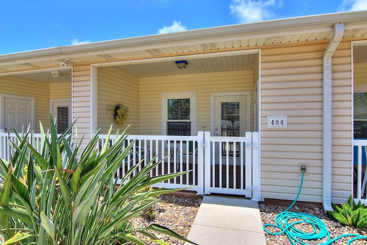 NEW! Inviting, dog & family friendly home w/shared pool - close to the beach