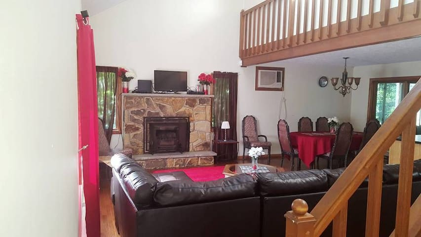 Pocono Dream Palace - Jennifer Ln - East Stroudsburg - บ้าน