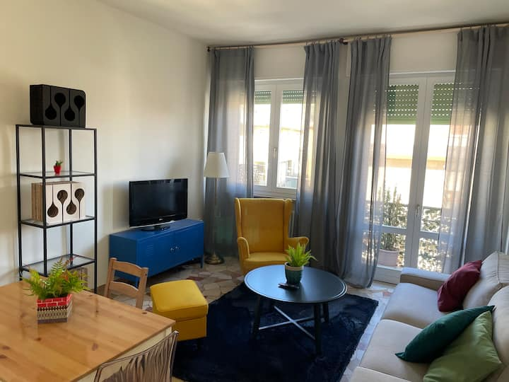 Bright 2 bedrooms flat with balcony