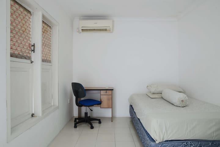 Jempang House Bendungan Hilir (Room 1)