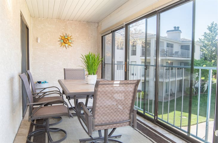 1616 | Casa Del Sol with PS4, enclosed patio, 2-minute walk to new water features!