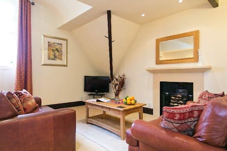 Butlers Loft - Delightfully Cosy with Hot Tub