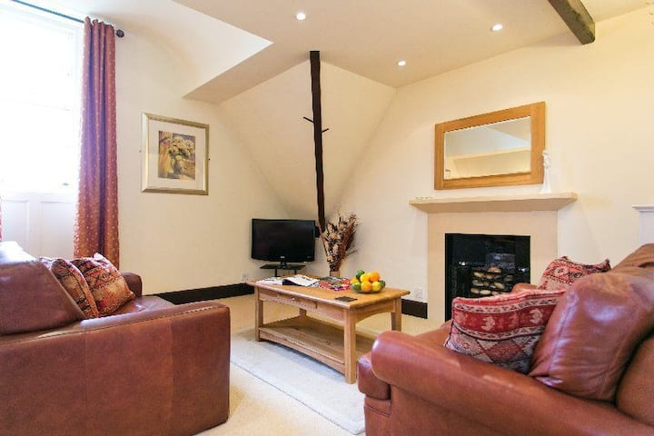 Butlers Loft - Delightfully Cosy - Shared Hot Tub