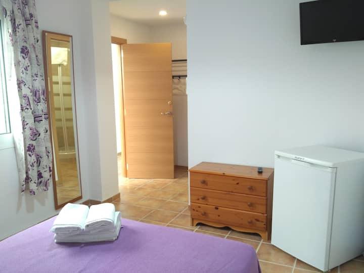 PRIVATE ROOM + BATHROOM + WIFI + TERRACE - B4