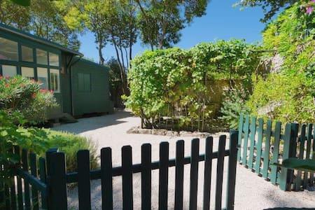 """Gîte de charme """"la cabane"""" et son jardin privé - Sommières - Natuur/eco-lodge"""