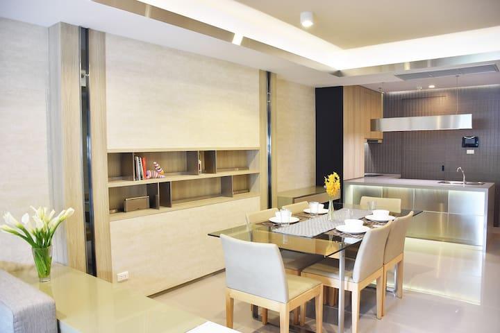 Airy Apartment by Chao Phraya River