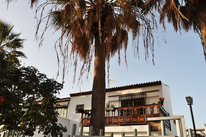 Sunny & Lovely 3 Bedrooms duplex with caracter - Costa del Silencio