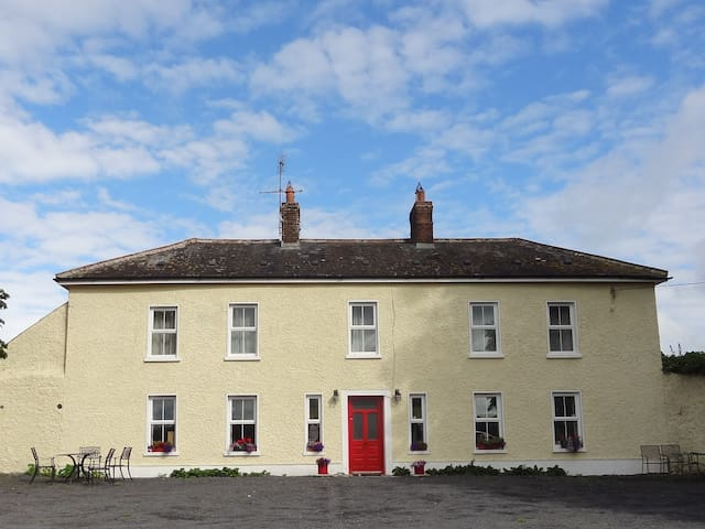 Mount Olive Farmhouse, Near Rathdowney - Rathdowney - Дом