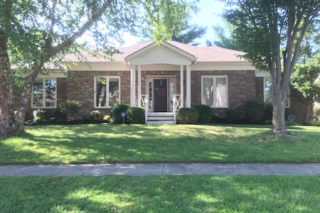 3000 sqft Entire House w/ Updated Features & Park - Louisville