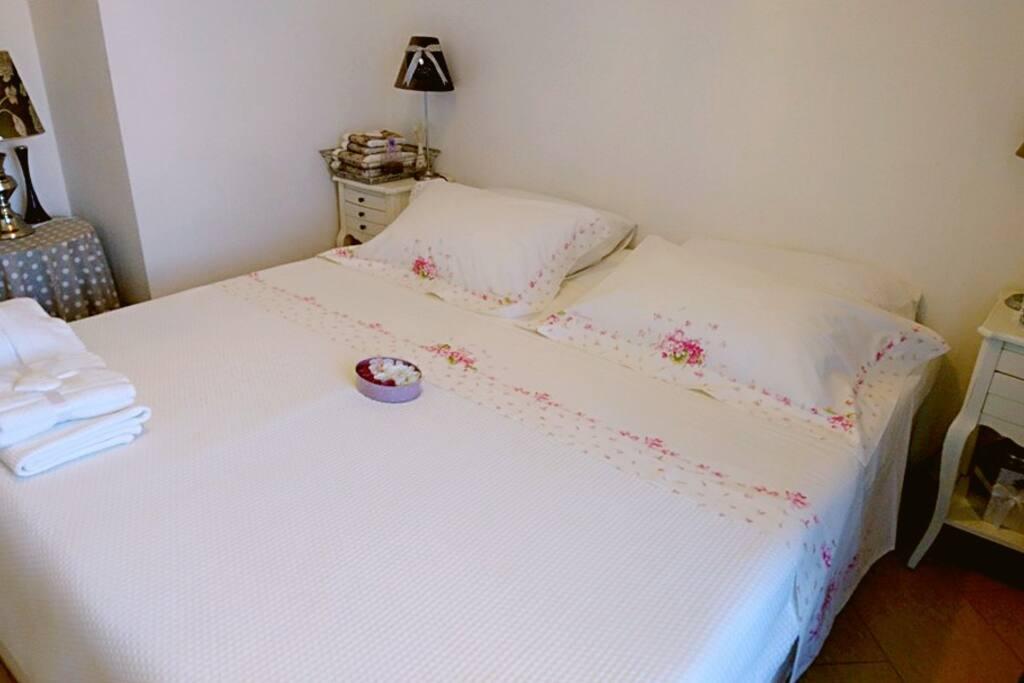 Queen Size Bedroom // Комната с Двухспальной кроватью