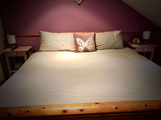 Luxurious Superking Bed with en-suite in the attic