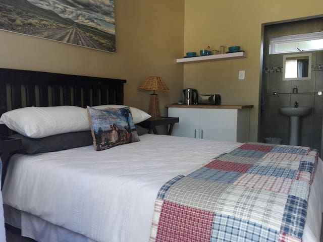 Sunridge Self-catering acc: The Blue Room