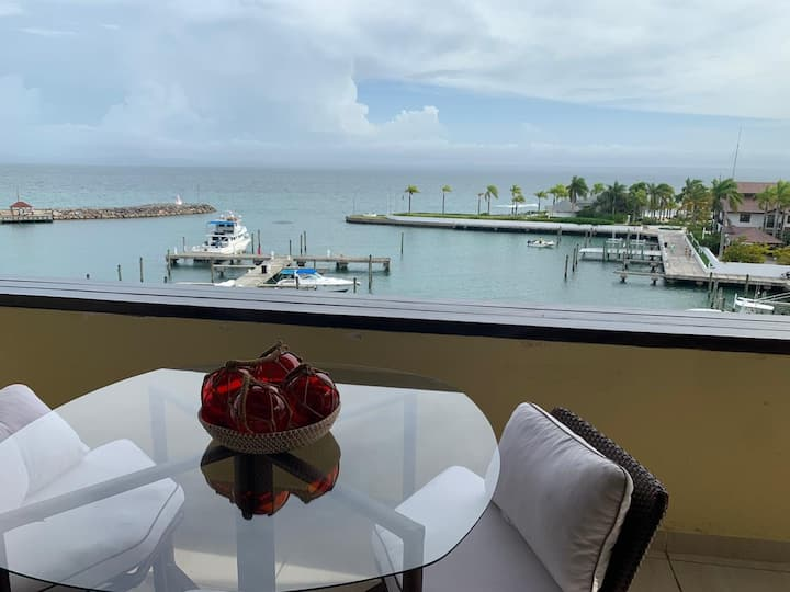 Beautiful 2 BR apt @Puerto Bahia's Marina.
