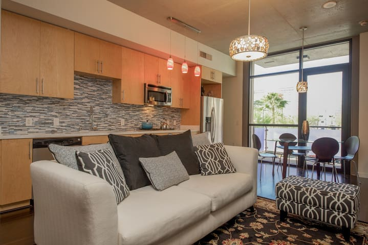 Luxury Highrise Unit in Downtown Las Vegas