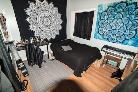 Room in North Hollywood home - San Fernando - Talo