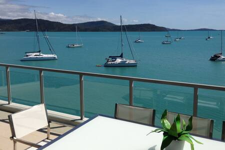 5* Absolute Waterfront Penthouse Apartment - Cannonvale - Apartamento