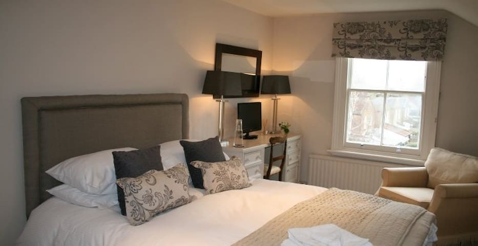 Gorgeous double bedroom ideal Edinburgh decoration - Balerno