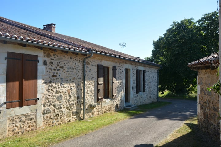 Charming guest house in the green Perigord
