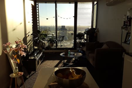 Modern 19th floor apartment with bay & city views - Southbank - Apartment