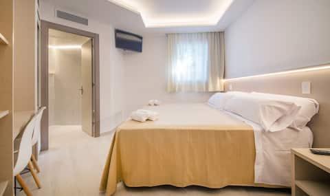 Chambre avec lit double près de Barcelone