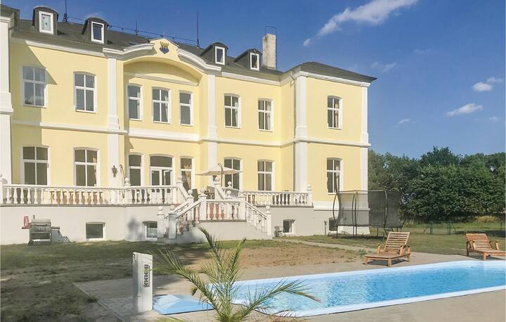 Holiday cottage with 17 bedrooms on 1500m² in Schmuggerow
