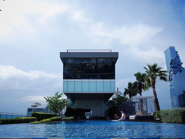 Sathorn11 1BR Skyview rooftop gym pool Close Silom