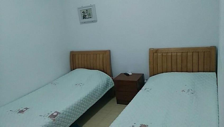房间特设热循环水床垫,舒适不上火,温度可调?