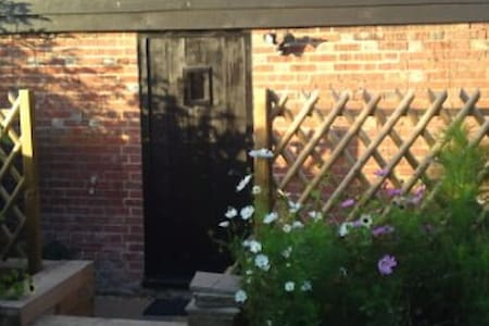 The Granary - cosy cottage in the garden - Sittingbourne