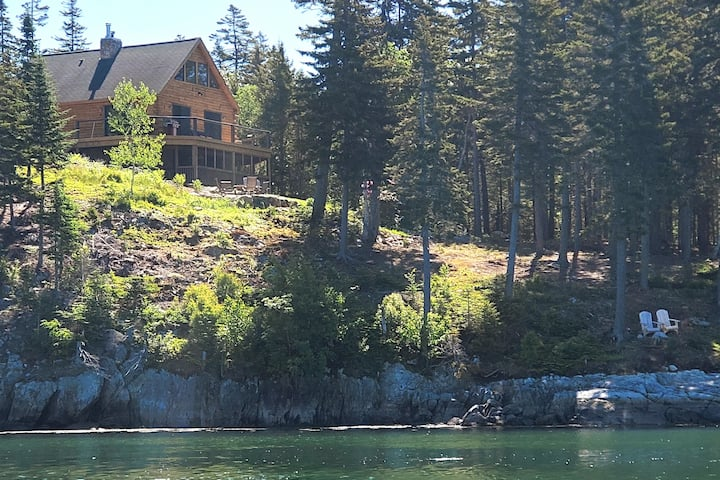 Private oceanfront log cabin with stunning views!