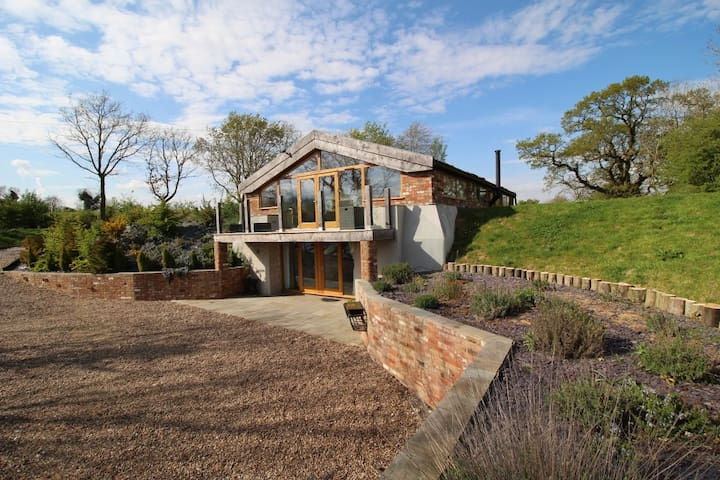 Raithby Reservoir luxury lodge with amazing views