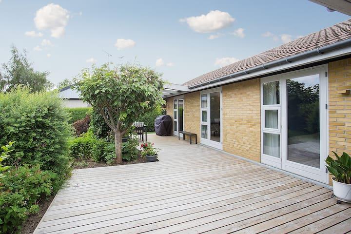 Big child-friendly house near Copenhagen