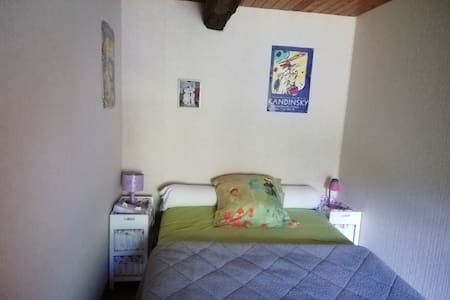 Petite Chambre  au 1er étage d'un moulin à eau