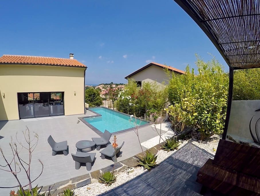 Grande terrasse avec piscine ...