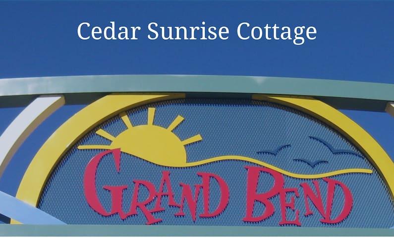 Beautiful Grand Bend Cedar Sunrise Family Cottage