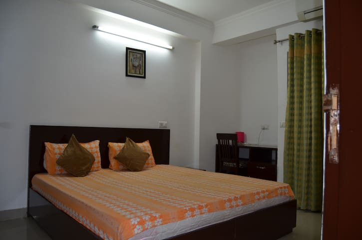 Holiday home apartment Near Holy Ganga