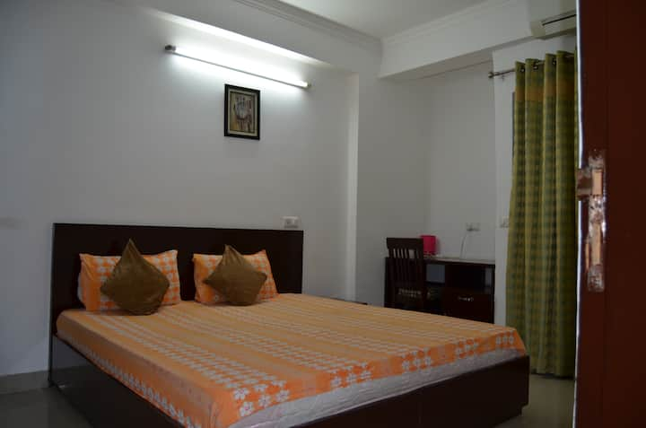 Holiday home apartment Near Holy Ganga