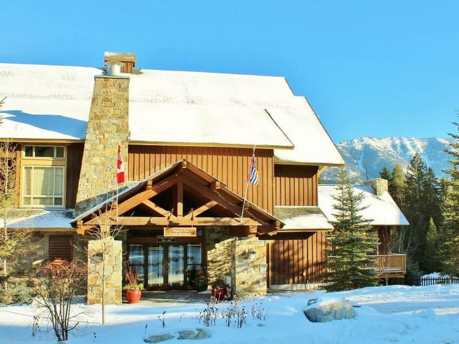 Timberline Lodges exterior 003