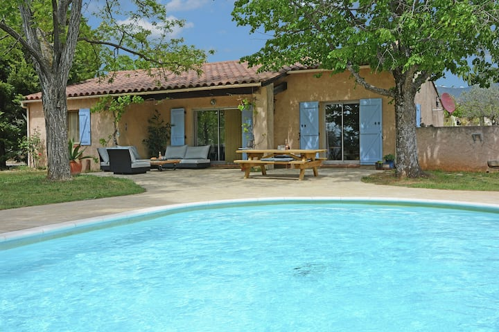Very attractive detached villa with its own swimming pool