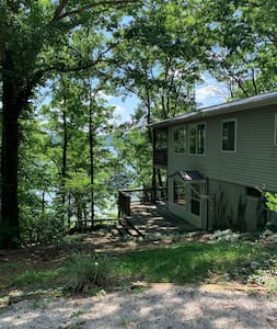 Classic Nolin Lake House with a View