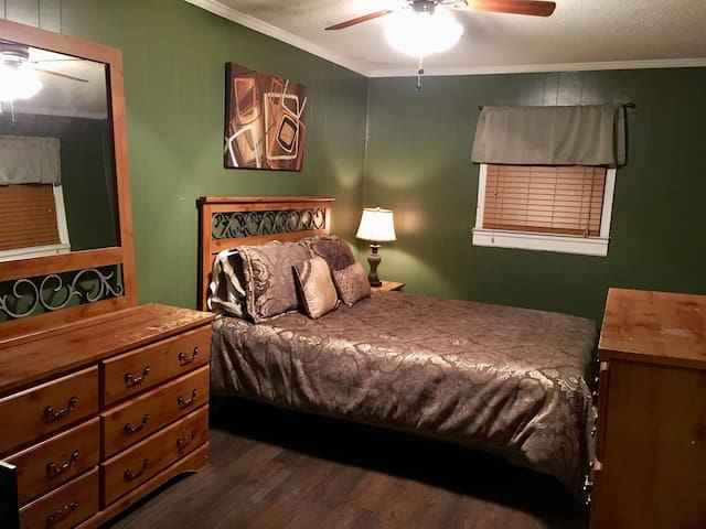 Comfy room close to downtown